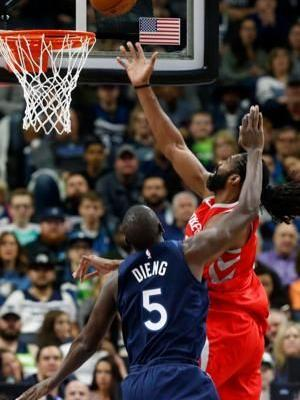 Wolves top Rockets 121-105 in Game 3, cut series lead to 2-1