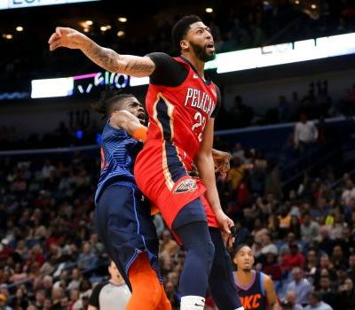 Anthony Davis injures shoulder, Russell Westbrook extends triple-double streak, Pelicans beat Thunder