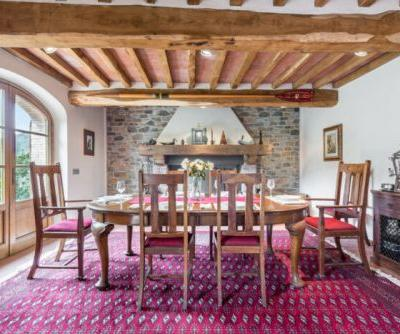 This Beautiful Tuscan Farmhouse is a Wine Lover's Dream