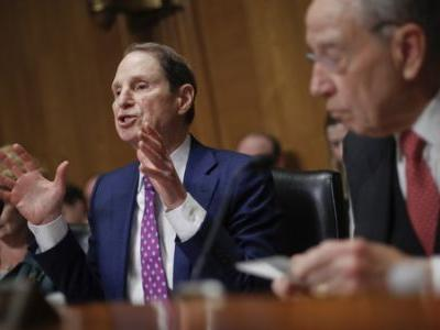 Pharmaceutical Company CEOs Face Grilling in Senate Over High Drug Prices