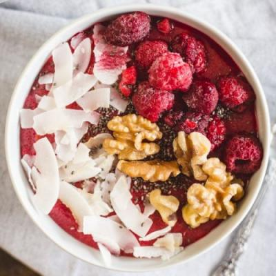 Raspberry semolina porridge