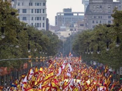 Spain celebrates national day with royal and military pomp