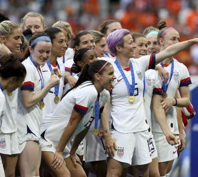 There is an easy path to equal pay for women's soccer players, and tennis has already shown it can work at the highest levels