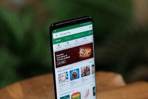 Google Play adding app size and download count in search results