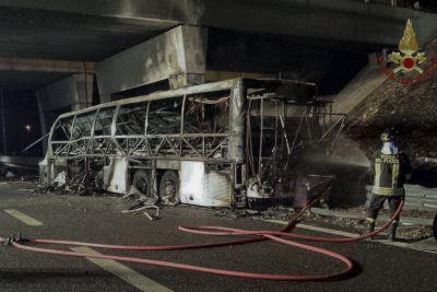 16 killed after bus carrying students crashes on Italian highway