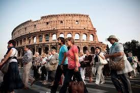 Rome crackdowns on tourist behaviour, ban on going topless, eating 'messy' food