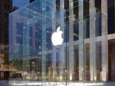 New York City teen sues Apple for $1B after being falsely linked to a string of Apple store thefts