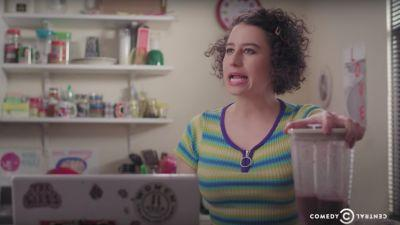 Watch Broad City's Abbi and Ilana Talk Shit About Each Other While Making Smoothies