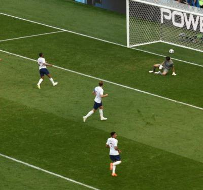 Harry Kane hits three as England rout Panama 6-1, advance to World Cup last 16