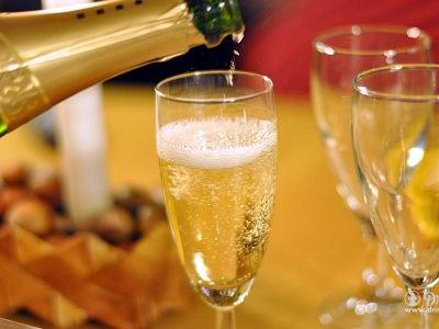 Vivino's Top 10 Affordable Proseccos for the Holiday Season