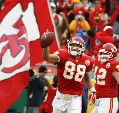 Chiefs' great Tony Gonzalez named finalist for Pro Football Hall of Fame