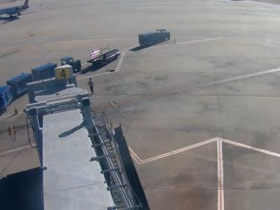 WATCH: Teen fugitive jumps off plane, initiates chase at Oklahoma airport