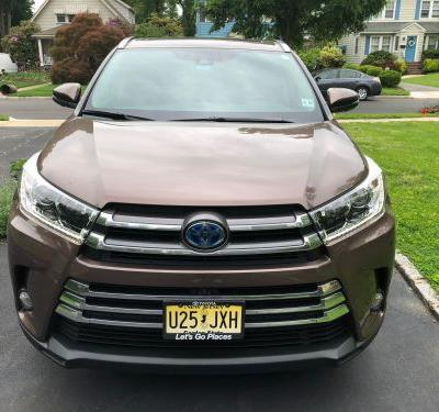 We drove a $49,000 Toyota Highlander and a $49,000 Honda Pilot to see which is the better family SUV - here's the verdict