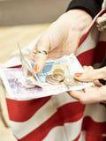 Take Charge of Your Bank Account With This 30-Day Spending Hiatus