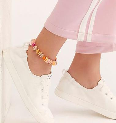 Anklets Are Summer 2019's Coolest Jewelry Trend