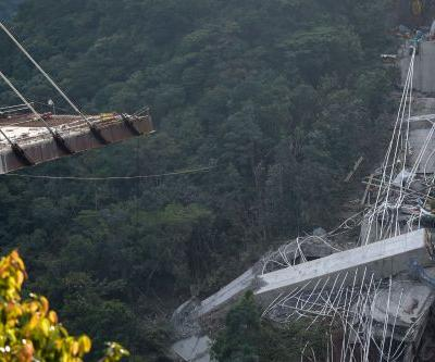 10 workers dead after bridge unexpectedly collapses