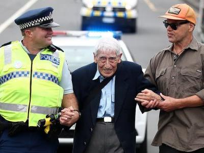 A 95-year-old World War II veteran took four buses so he could join an anti-racism march in New Zealand