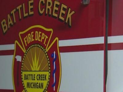Golfer seriously injured after tree falls on golf cart in Battle Creek