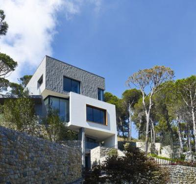 Hillside Villa / Joe Serrins Studio