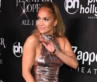 This Half-Naked Picture of Jennifer Lopez Makes 49 Look Like 29