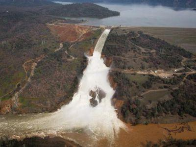 200,000 people to evacuate Oroville dam over fear of US's tallest dam collapse