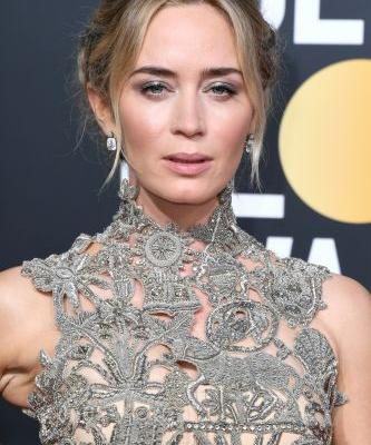 Emily Blunt's 2019 Golden Globes Look Has So Many Stunning Details, I Can't Look Away