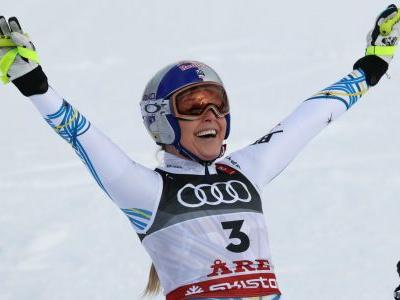 Lindsey Vonn wins bronze in final race of storied career