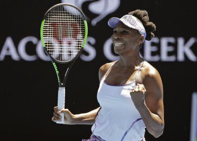 Venus Williams reaches semifinals, sets record at Australian Open