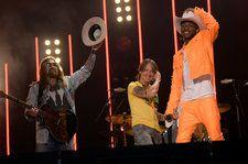 Lil Nas X, Billy Ray Cyrus & Keith Urban Surprise With 'Old Town Road' at CMA Fest: Watch