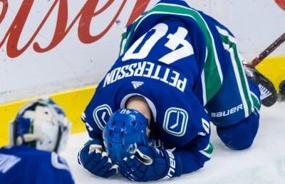 Kreider ejected for elbowing Pettersson in rough Canucks' win