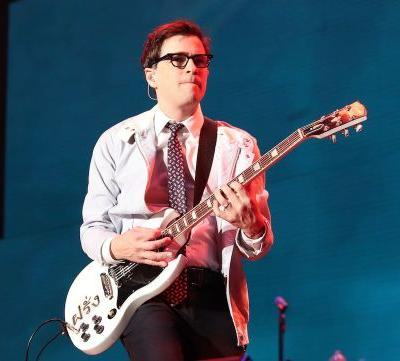 "Watch Weezer Cover ""All The Small Things"" As Blink-182's Replacement At Riot Fest"