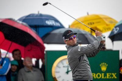 Watch: Zach Johnson drains 100 foot putt for eagle at British Open