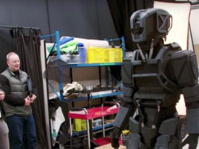 Here's How Weta Created the 'I Am Mother' Robot