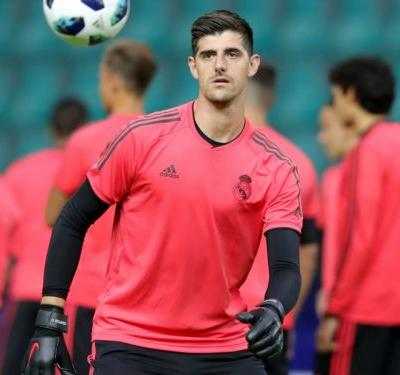 Courtois not guaranteed to be first choice at Real Madrid, warns Lopetegui