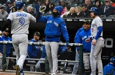 Blue Jays blast 3 homers to coast to victory over White Sox