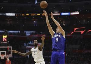 Clippers beat Grizzlies in matchup of early season surprises