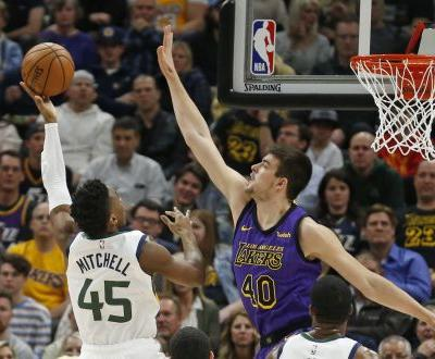 Mitchell, Jazz cruise over LeBron-less Lakers