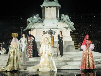 Must Read: Carine Roitfeld Stages First CR Runway Show, Taylor Swift Collaborates With Stella McCartney on Clothing Line for New Album