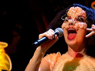 Björk's First TV Performance in Eight Years is Breathtaking