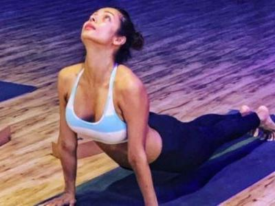 Malaika Arora in sports bra and tights reveals her favourite yoga pose. Arjun Kapoor loves it