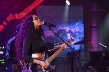 H.E.R. Delivers Soothing 'Hard Place' Performance On 'Colbert': Watch