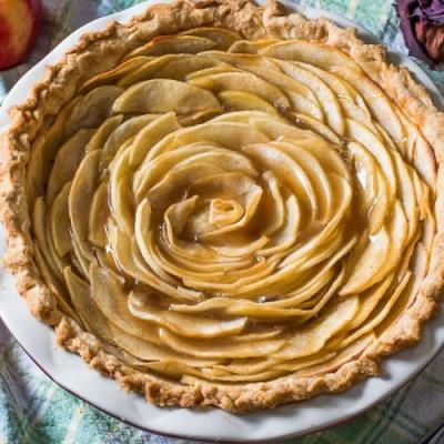 Salted Caramel Apple Rose Pie