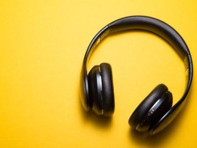 11 Travel Podcasts That Will Give You Serious Wanderlust