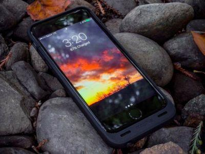 Mophie's battery case can keep an iPhone 7 alive for over 30 hours - and it's on sale right now