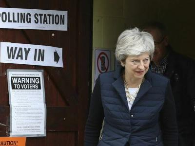 Main parties take Brexit battering in UK local elections