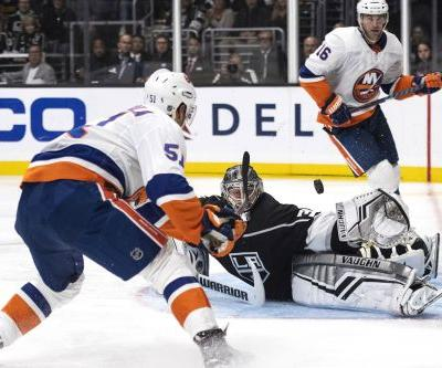 Islanders bust out and snap two-game road skid