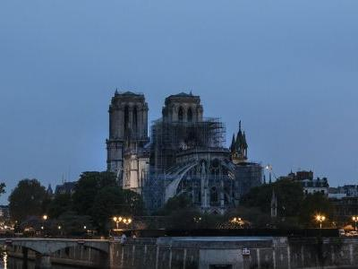 Fire under control, attention turns to Notre Dame's future