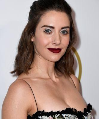 Alison Brie's 2019 SAG Awards Dress Is So, So Good, But The Back Will Make Your Jaw Drop