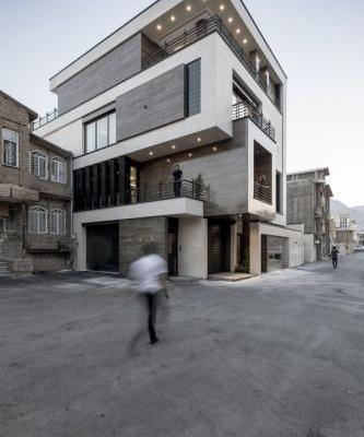 House NO.20; Order in Chaos / White Cube Atelier