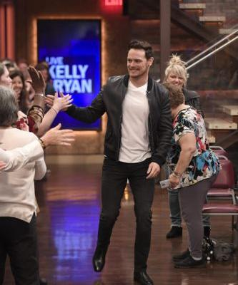 Sam Heughan Promotes 'Outlander' Season Four on 'Live with Kelly and Ryan'